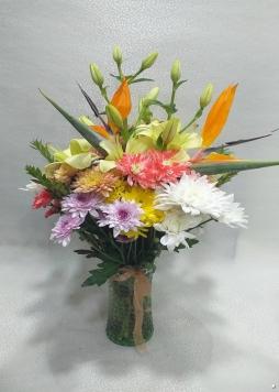 vazoda rengarek çiçekler