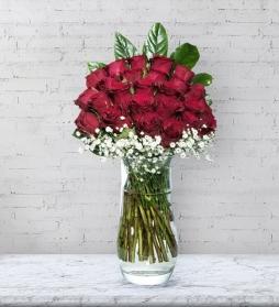 vazo dolusu sevgi gülleri