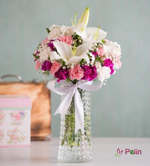 Mini Karanfil Ve Beyaz Lilyumlar